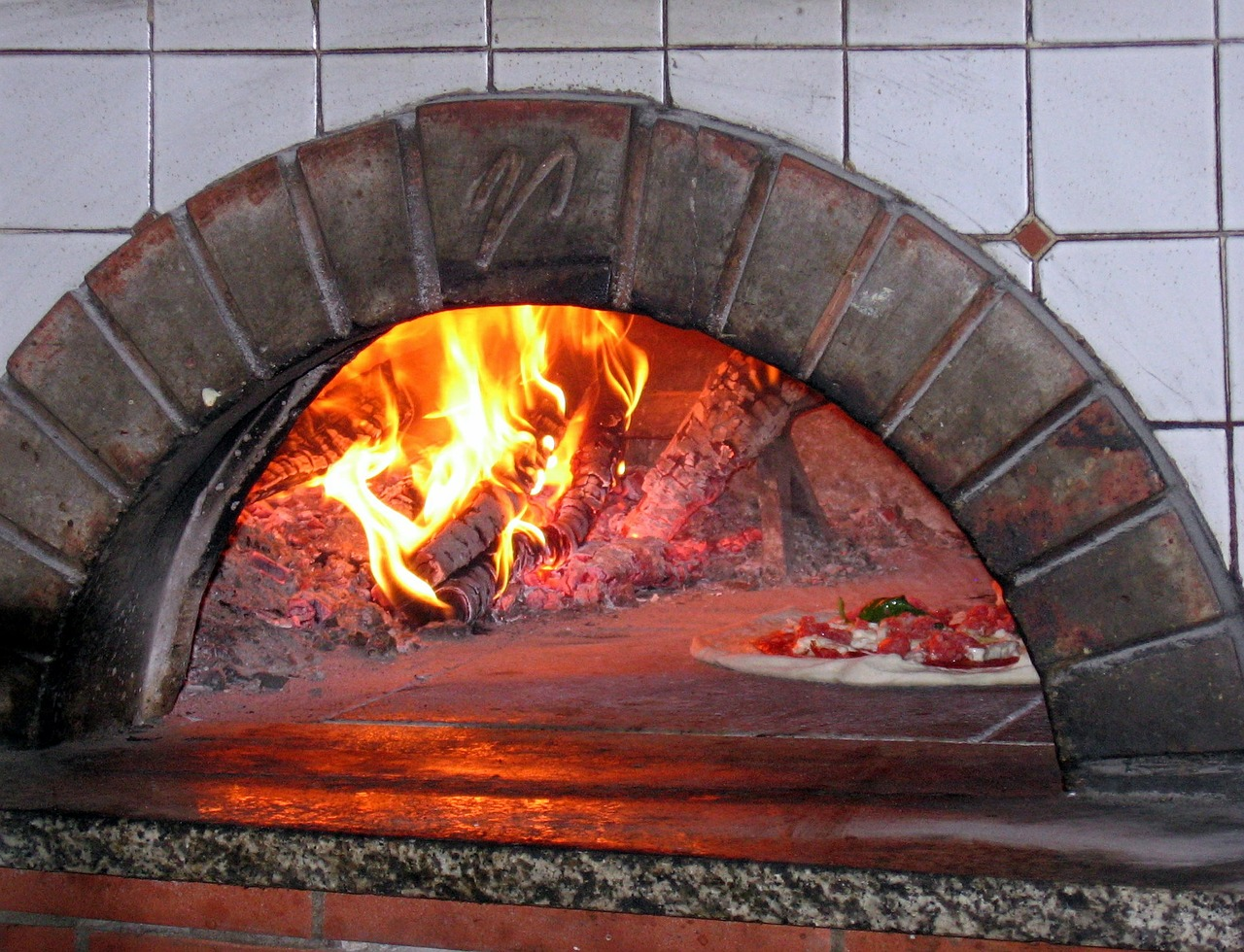 pizza-oven-619140_1280